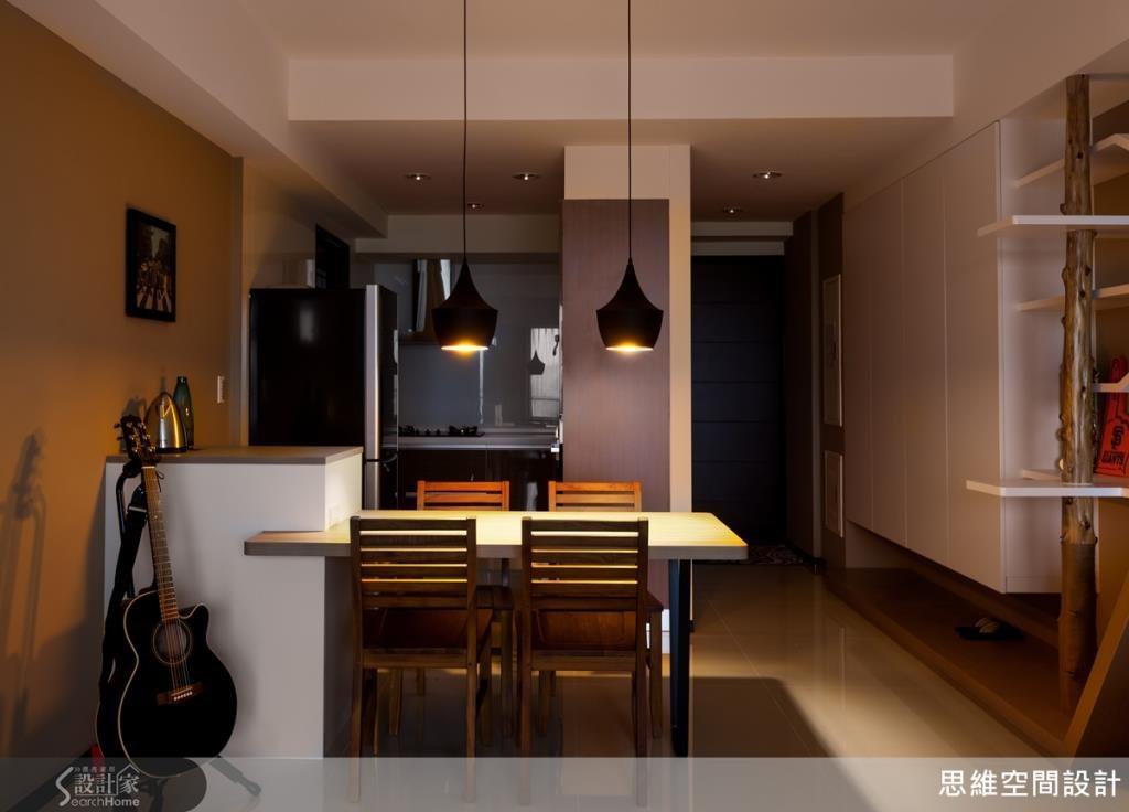 鮮豔的黃色牆面讓白色空間不單調,也增添幾分活力感。