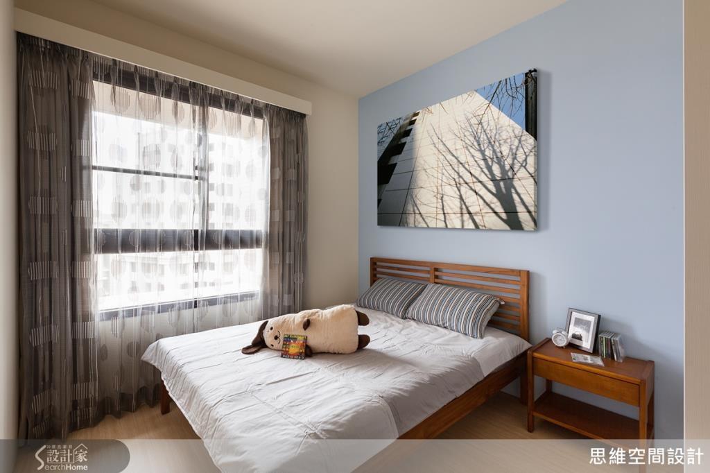 牆面的跳色處理,讓簡約清爽的臥房更顯溫馨舒適。
