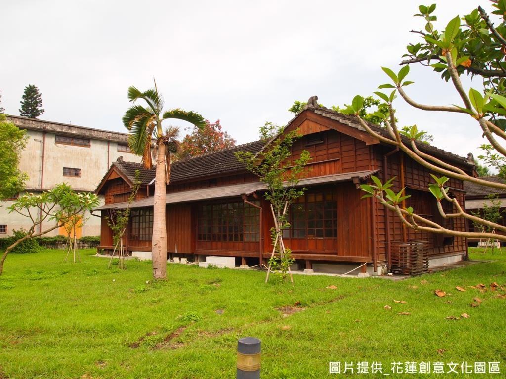引進日本京都當地特色,每間小木屋都有獨特命名, 12間屋子各代表 每個月分,以花神為名, 呼應不同的季節風情,並在屋前栽種對應植物,讓每間房子擁有不同的植栽香氣。