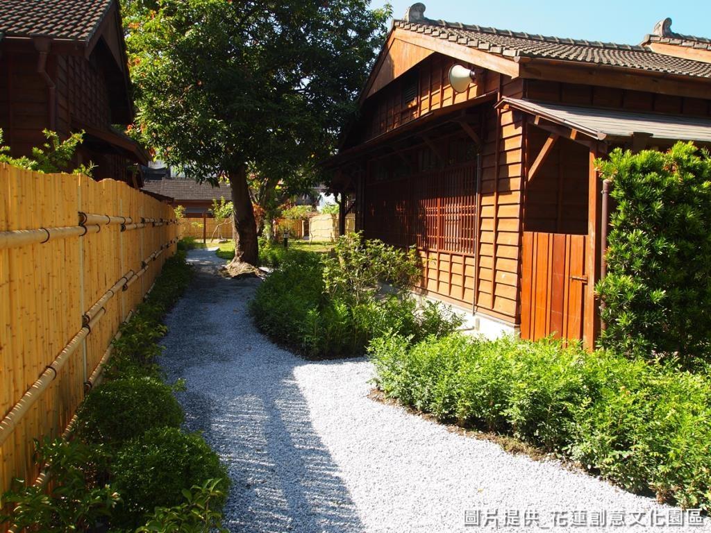 「四季香」步道栽種滿滿的香味樹叢,傍晚走在步道, 就會聞到花香。