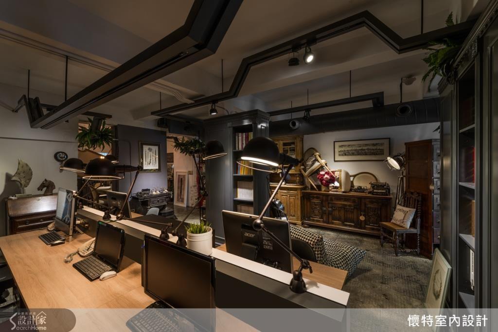 期盼客人來此能有放鬆感,不感受到過於濃重的商業氣息,所以打造開放式辦公區,讓客人一覽無遺。
