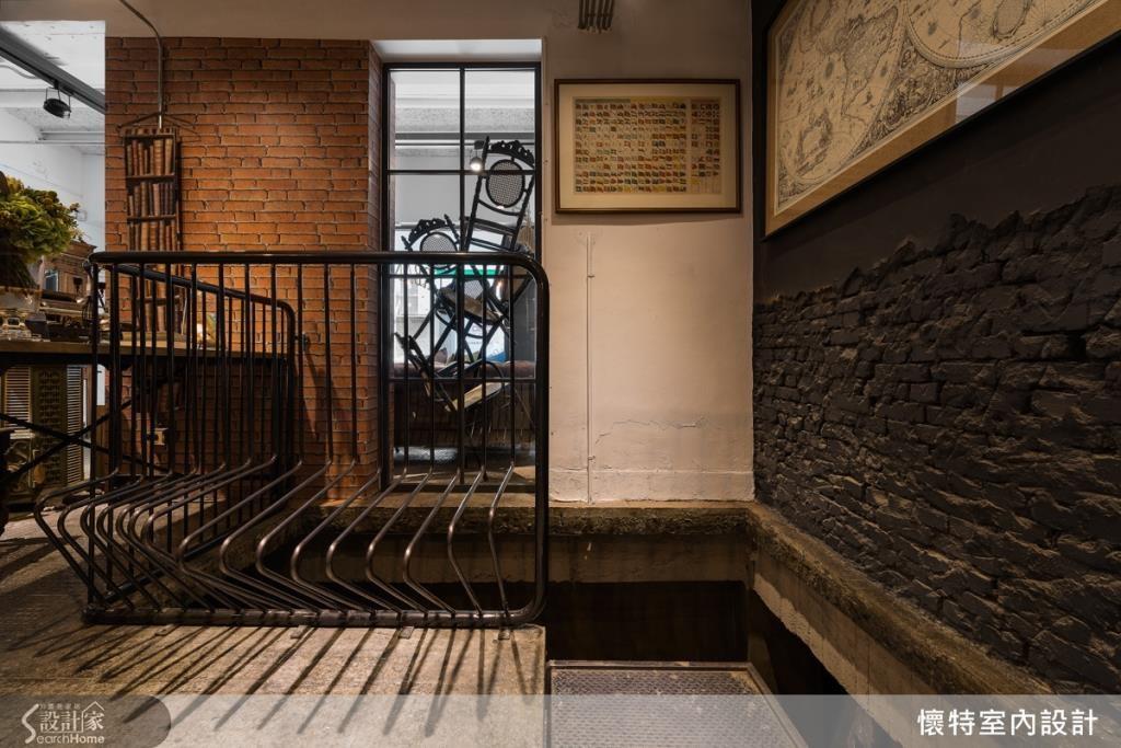 老房原先有漏水、壁癌問題,設計師雖刨掉牆面、打造磚牆,卻刻意保留磚牆的原始樣貌,留下斑駁的牆面肌理,營造懷舊歷史的質感。