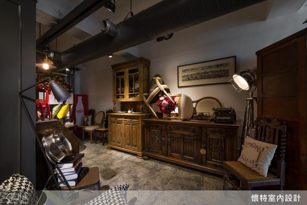 採用超有創意的家具擺設方式,像是隨意擺放的椅子,即充滿了不規則的美感,釋放出一種前衛的吸睛風格,讓家具不再只是陳列商品,也能變成空間中的美感配件!