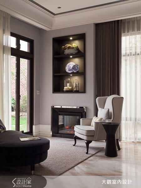 為了讓屋主在家也能感受的悠閒的度假感,設計師利用落地窗與空間規劃,規闢出一處的閑靜空間,讓屋主可坐在單人椅上眺望視野美景。