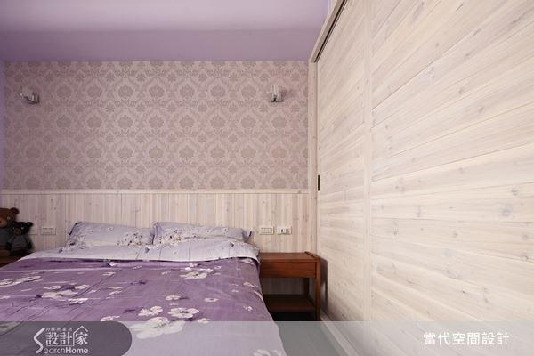 設計師將空出來的牆面規劃為整面收納衣櫃,大大提升了空間效益。衣櫃材質並且特別採用實木打造,避免了屋主所在意的甲醛問題,營造健康舒適的睡眠環境。