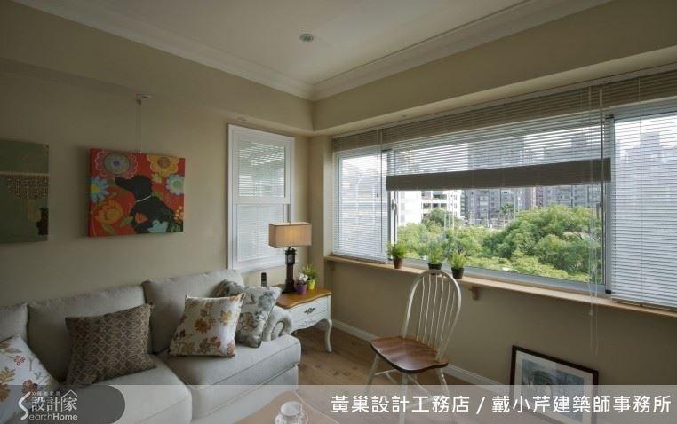 藤色系的客廳給人舒服自在的感受,迎進窗外的綠意消除一整天的壓力。