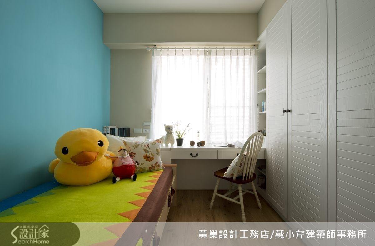 類似 Tiffiny 藍的主牆讓女孩房擁有美麗的憧憬。
