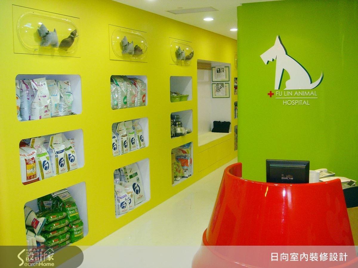簡潔的設計線條,配上神奇的色彩魔法,以紅、黃、綠、白交錯搭配,配搭上各種寵物元素,突顯出店家訴求的風格。同時考量到商業空間,須有高收納的機能性,巧妙將收納作為空間展示的一環,使空間井井有條,又不失獨特的美學品味,更令人激賞!