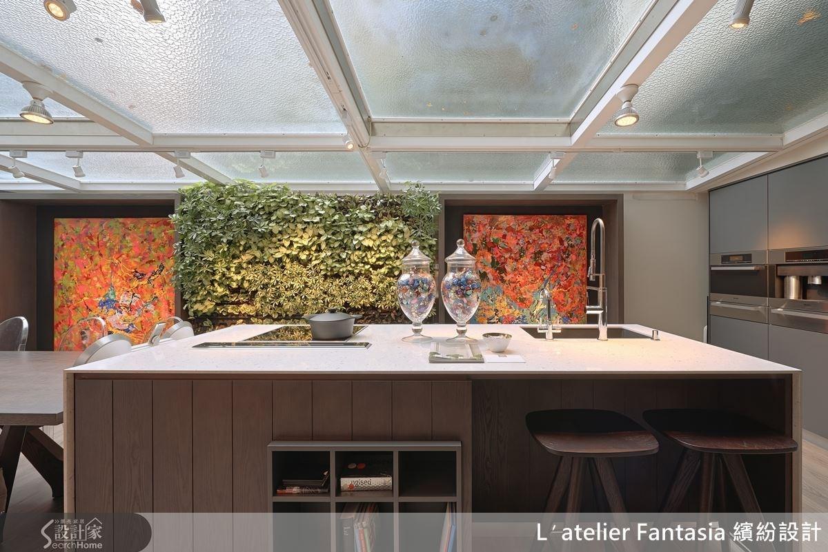 L'atelier Fantasia 繽紛設計的辦公室無論內外,都被綠意環繞。