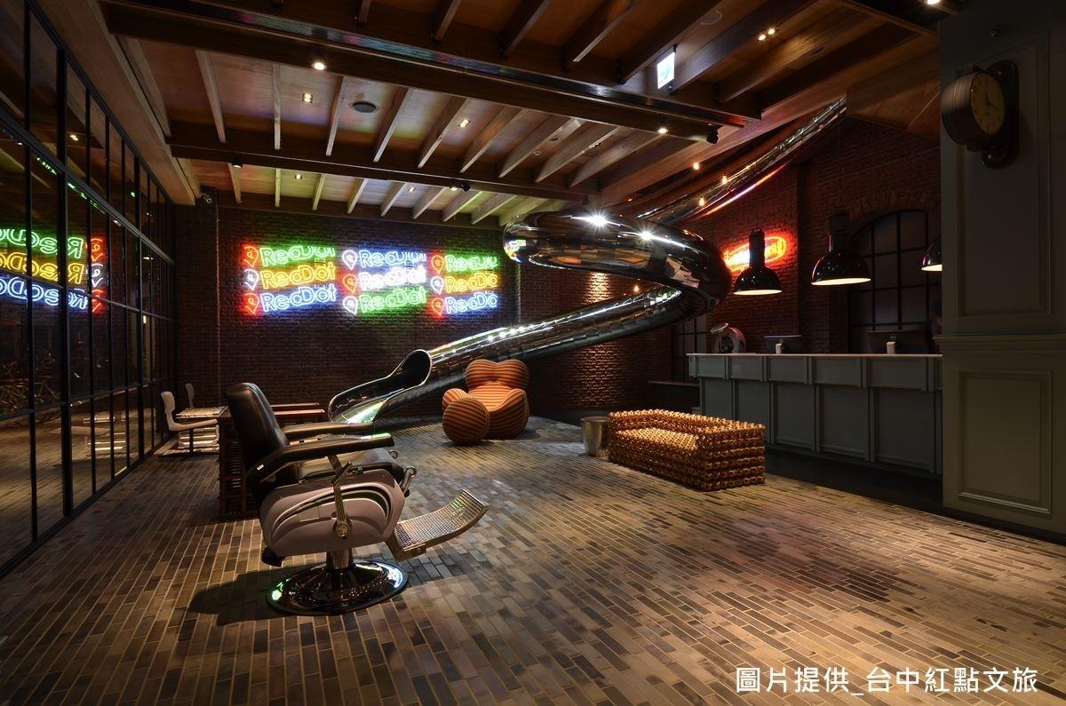 台中紅點文旅透過建築設計師吳宗穎,變成充滿藝文氣息的新空間。