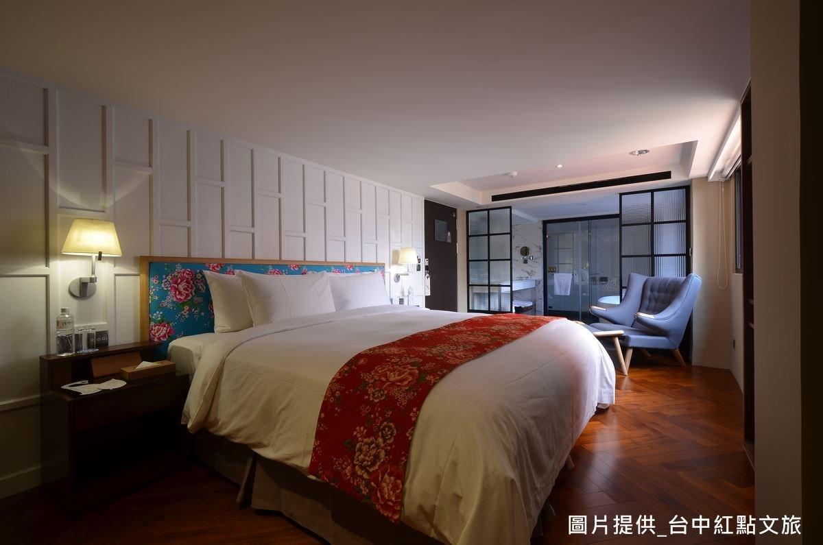 客房樓層融合閩式、巴洛克式、台式、歐式等元素,採多元設計,刻意不屬於任何風格,打造回到家的居家放鬆感。