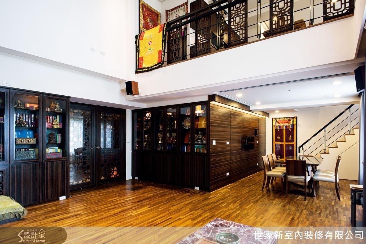 全室使用黑檀木和柚木地板,營造出沉穩但富有自然氣息的生活感。