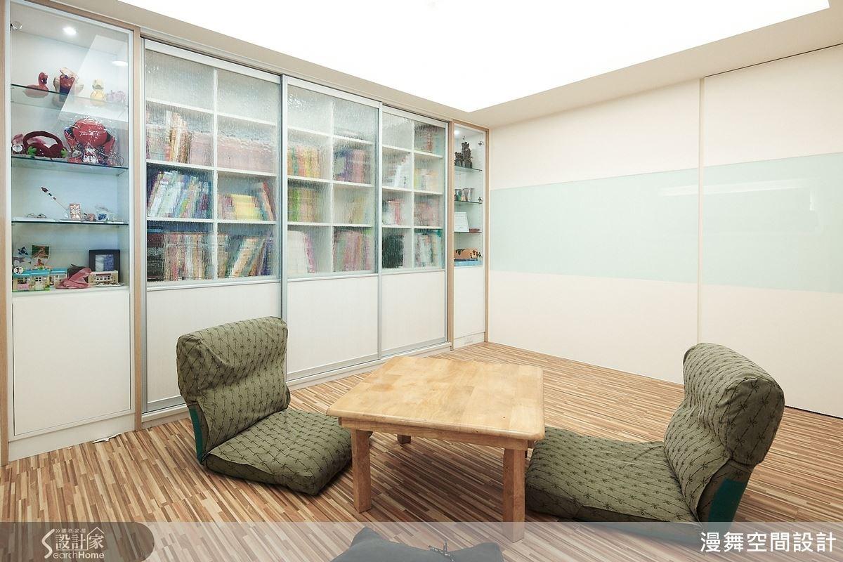 活動式的家具擺設讓空間的利用變得更加彈性,也十分適合孩子們玩耍。