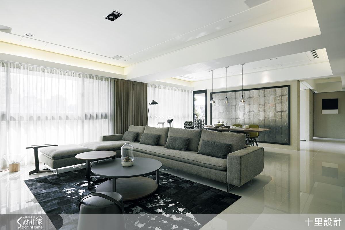 開放的格局中,家具的鋪排引領著使用者動線,也帶出空間應有的明亮與氣度。