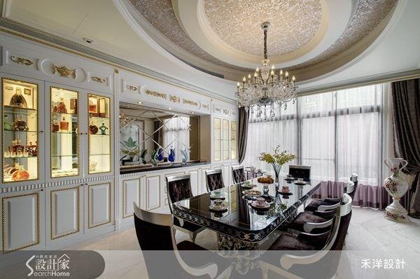 落地窗的設計,讓人沐浴在自然光下享用餐點,菱形鏡面的搭配,創造出空間的延展感。