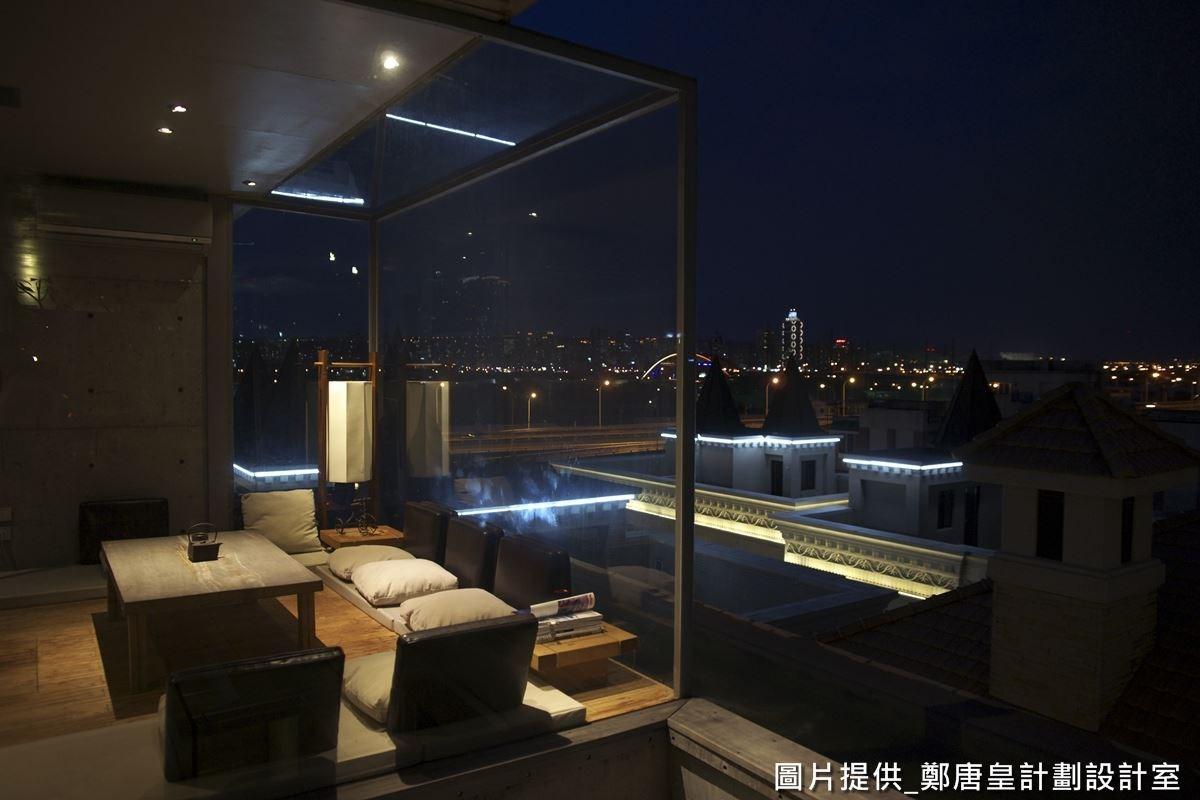 頂樓旁還有一個玻璃小屋,充滿了視覺通透感,擁有超美的 VIEW ,可在這裡賞覽白天、黑夜美景,且不會受到天氣的影響!