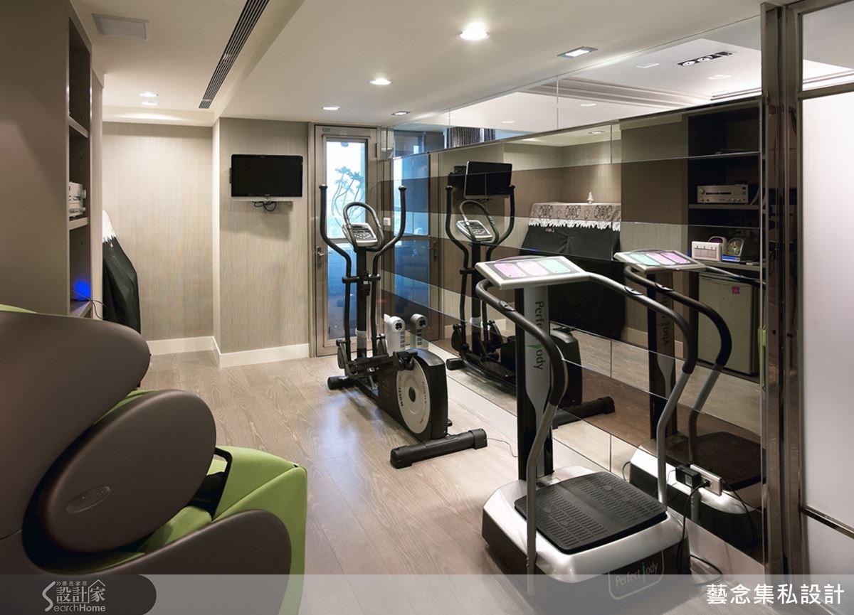 設計師替屋主一家人規劃專屬的休閒中心,一家人在同一個空間裡享受自己的休閒活動,藉此凝聚彼此的感情。