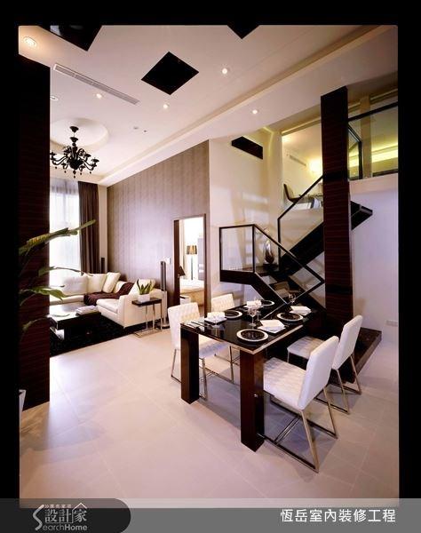 家具以深淺色系做搭配調合,鮮明又能突顯重點。