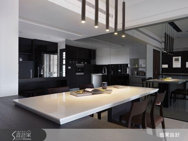 灰鏡的優雅質感,使餐廳壁面帶有摩登氣息,讓用餐成為一種享受。