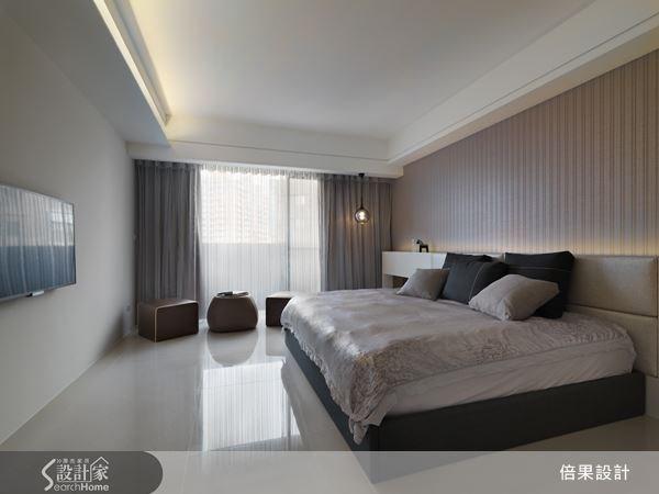 典雅的壁紙,調和了空間的冷調性,捨棄繁複的線條設計,打造沉靜舒眠的起居空間。