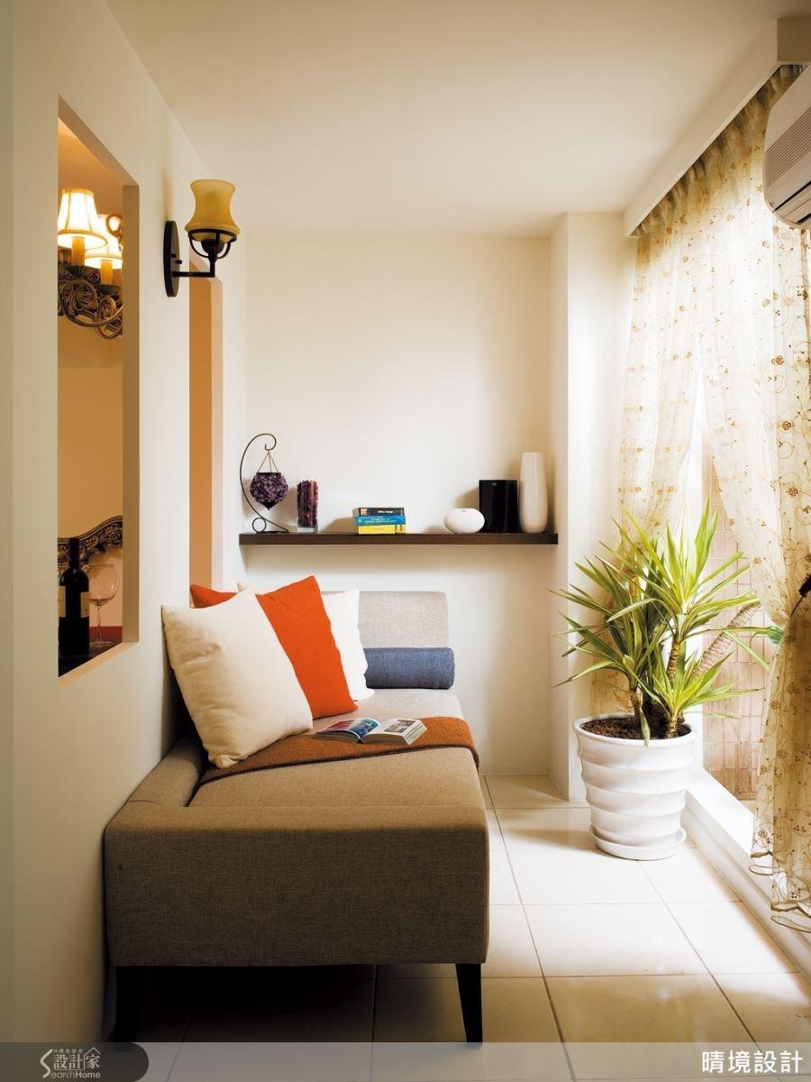 善用格局空間,搭配上層板,利於陳設、收納,再擺上舒適的沙發躺椅,就是一個多功能複合式的機能空間。
