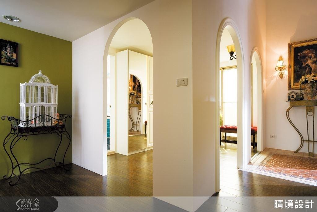 將走道設計為歐風圓拱造型,讓居家生活也能多些浪漫情調。