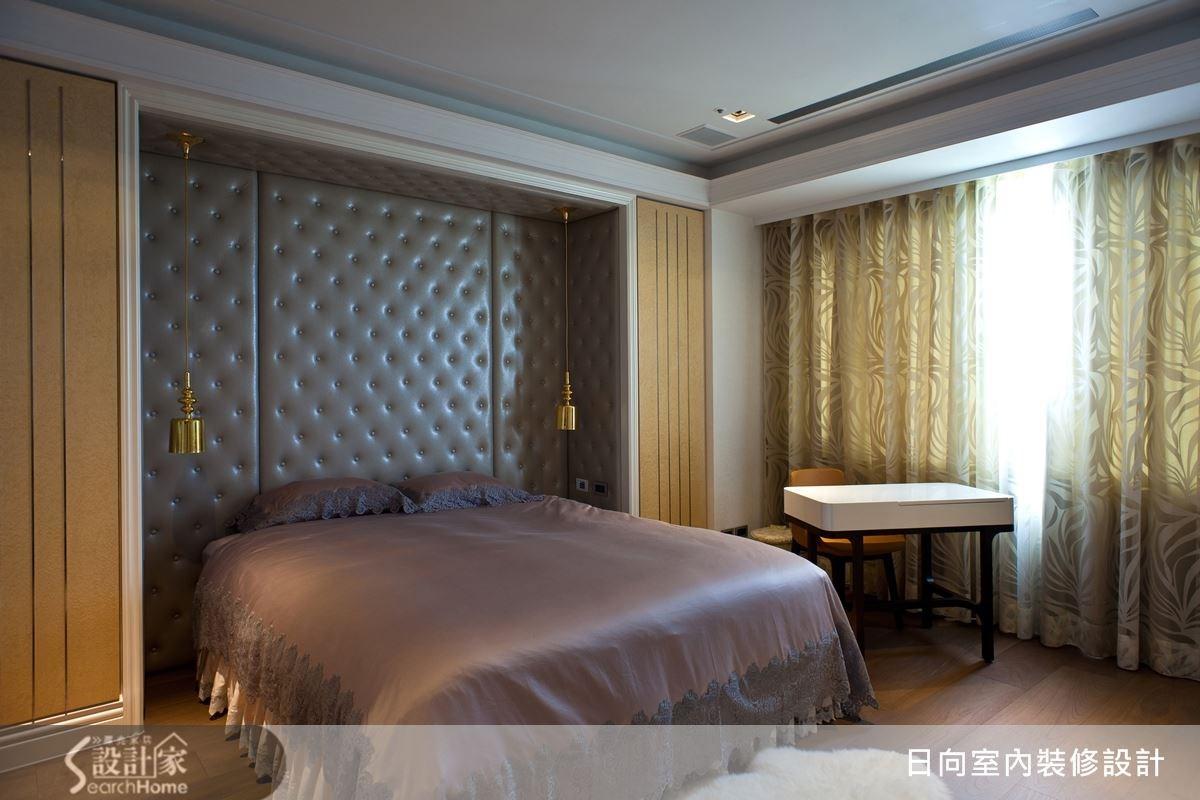 床頭的繃皮設計,兼具有華貴與浪漫的特質,細膩地將奢華的元素納入住臥空間。