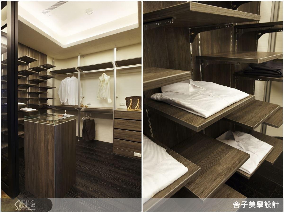 更衣間針對物件的特性,打造出陳列層板、吊掛區與展示區,不僅考量到收納,也讓服飾配件為空間妝點出美麗的景緻,就像是高級時尚品牌為專屬 VIP 所打造的私密空間。