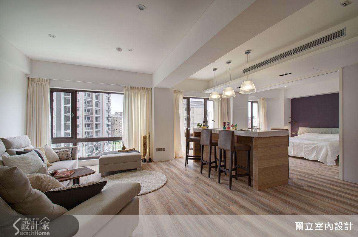 設計師以開放式手法,讓 21 坪的空間,具有大坪數才有廣闊的視野感,建構出帶有飯店客房風的極品美宅。