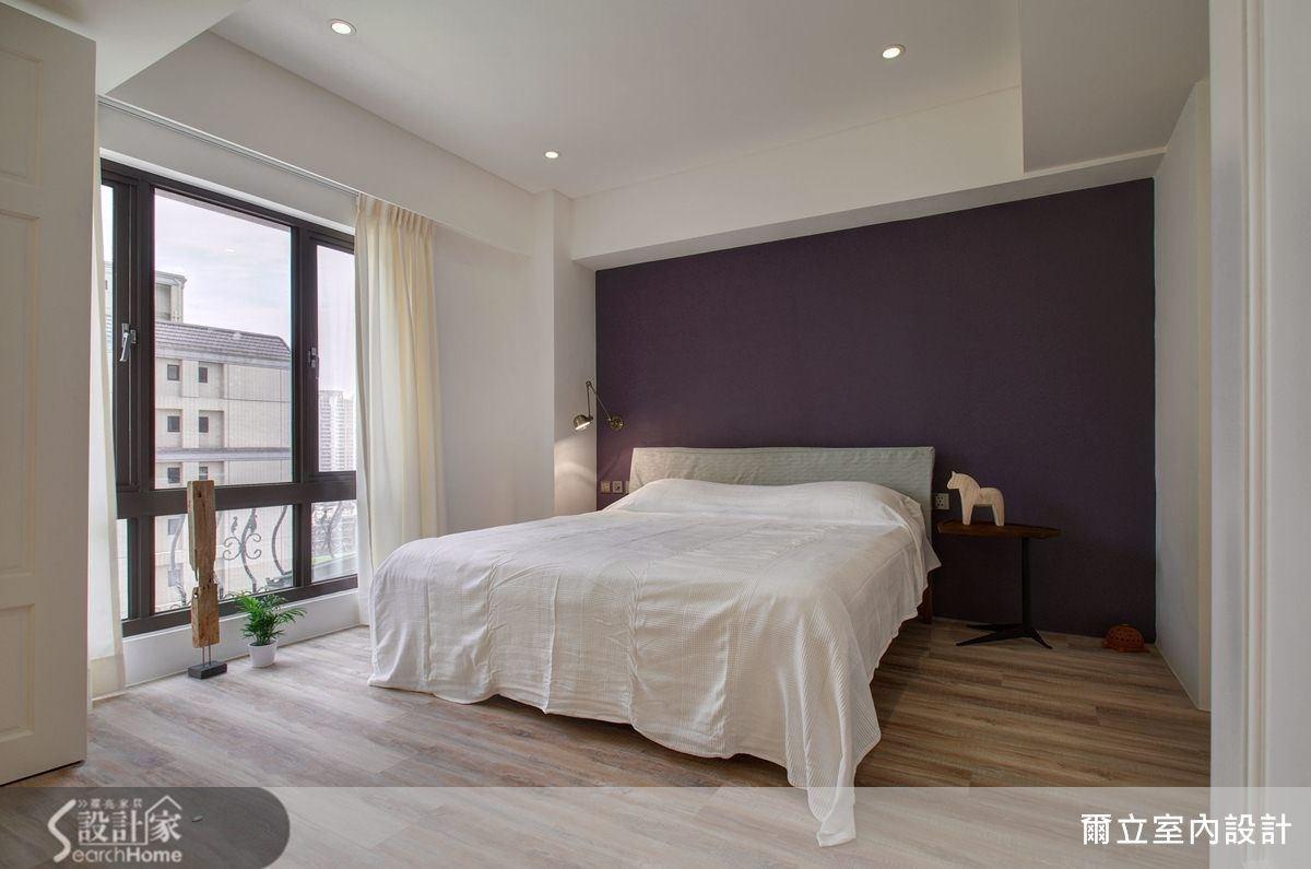 飽和浪漫的紫色牆面,烘托出柔適舒眠的住臥空間。