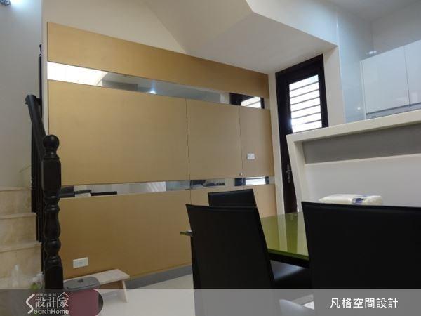 利用色彩特色,為用餐空間加入活潑的氣息,再運用鏡面反射,讓空間有放大的視覺效果。