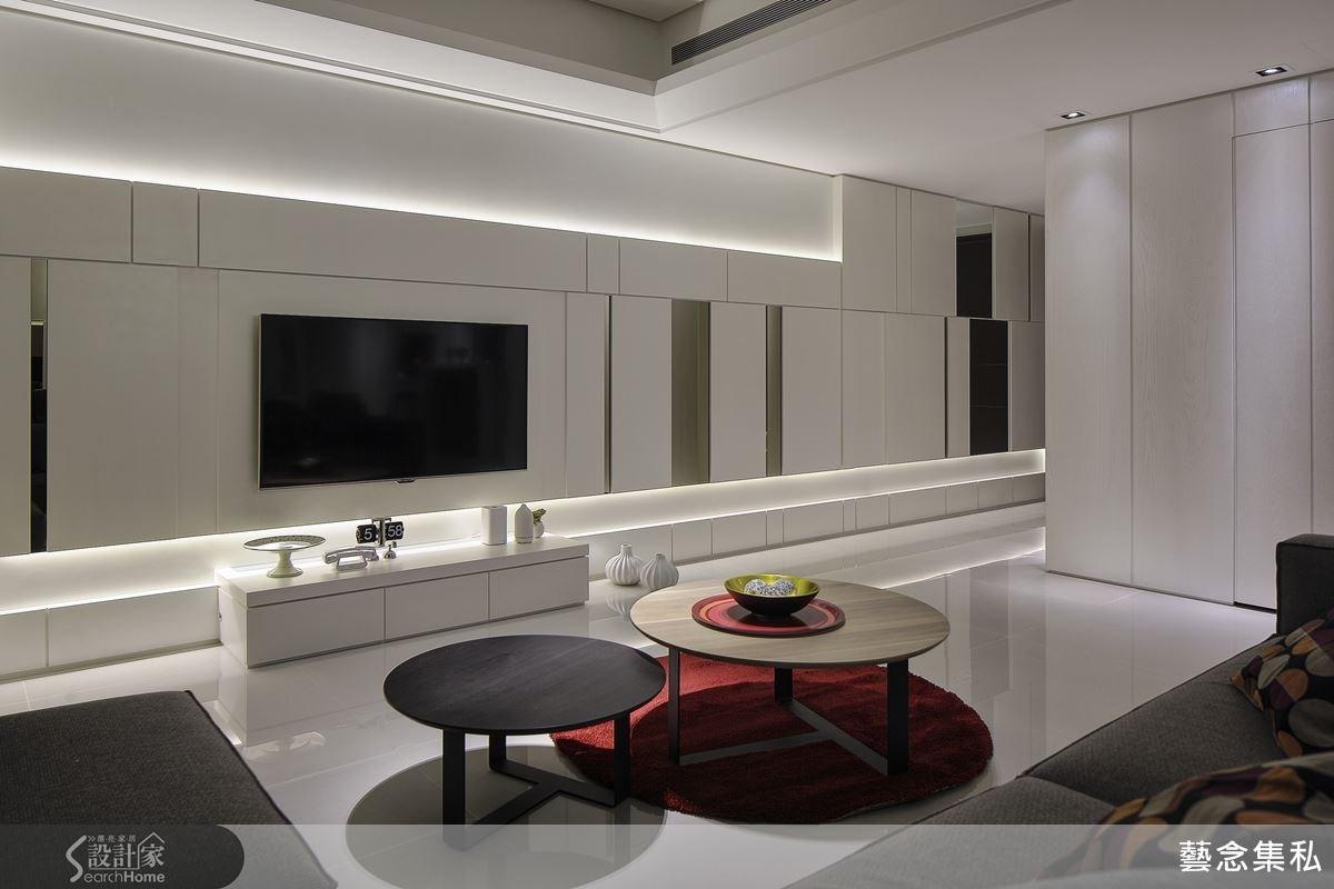客廳的電視牆頗具現代感,與間接燈源搭配,讓線與面的切割有不一樣的呈現,一種都會的低調奢華感。