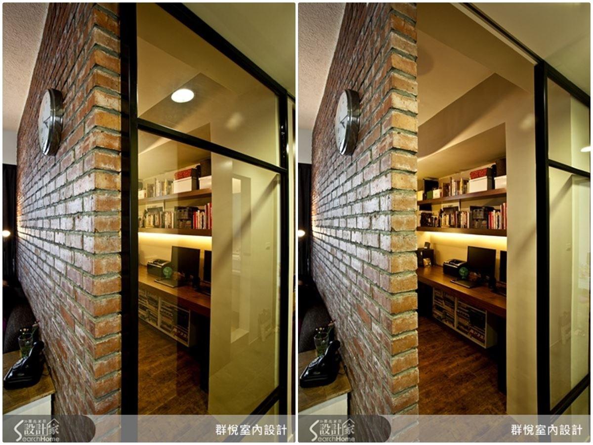 選擇玻璃拉門作為書房門,不僅有效利用有限的坪數,更能使空間顯得清亮。