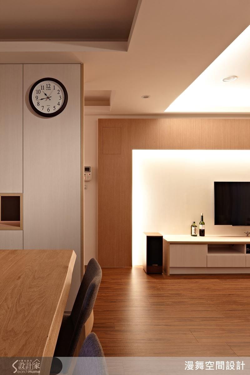 用間接光源去區分空間,不僅可以改善中古屋原先光線不足的問題,還能藏樑隱柱,甚至有放大空間的效果。