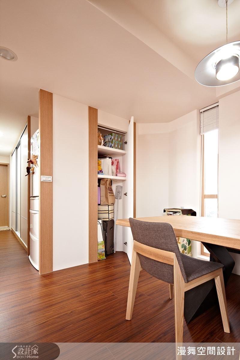 結合隱藏式的收納空間,充分發揮空間的機能性。