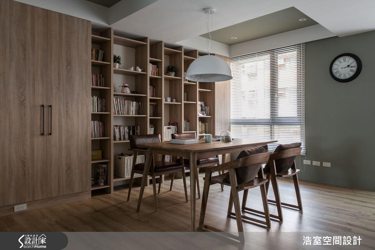 簡單的大木桌與四張餐椅皆選擇木色的桌椅,彷彿躍上日式居家雜誌。
