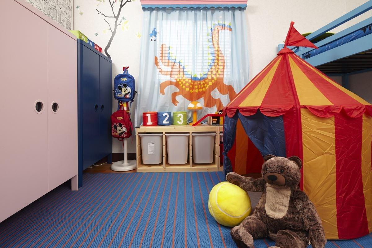 選擇具童趣的佈置物,讓孩子藉由這些豐富顏色的玩具,激發無限想像力。