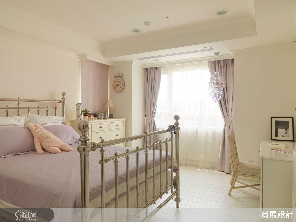 次臥以浪漫的粉嫩色調為主,讓空間充盈甜美高雅的貴族公主氣息。