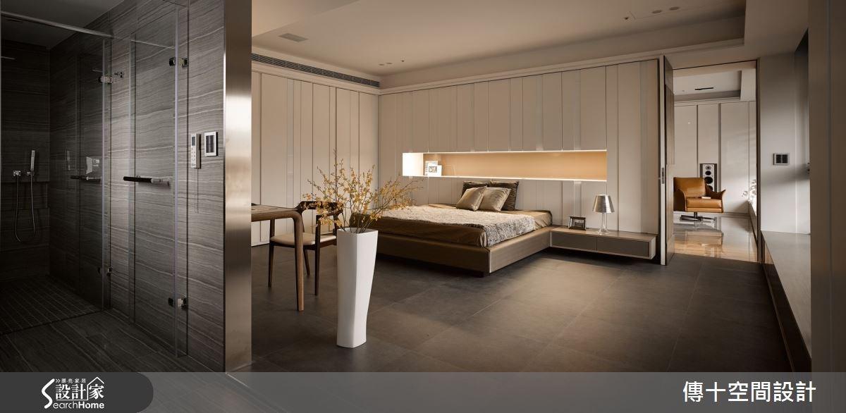 延續公共空間的優雅調性,將 One Room 五星級飯店概念注入主臥,採取開放式格局,規劃衛浴、起居、休眠等生活動線,營造質感生活,並擁有大片窗景優勢 ,形成屋主專屬的觀景平台。