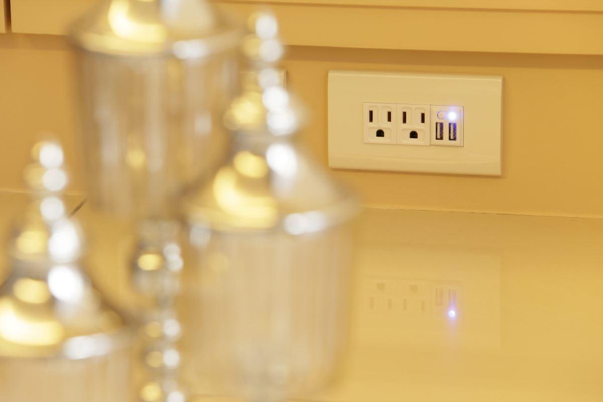 USB 智慧電源插座嚴選環保材質,對細節精雕細琢,兼容綠色計劃。圖片提供_舜記貿易