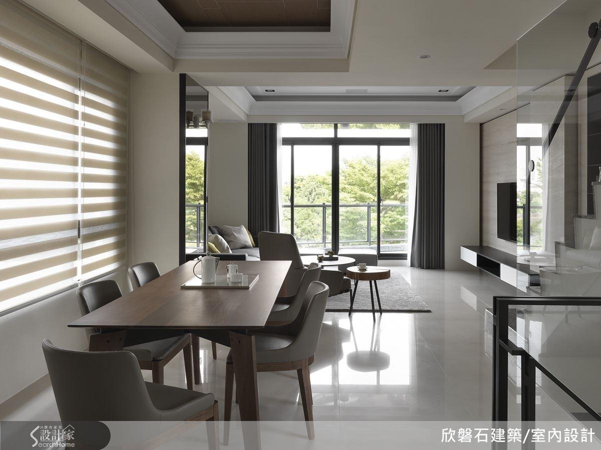在餐桌區設計師以陽光捲簾作為室內外光線的媒介,讓空氣、光線在空間內自由流通。