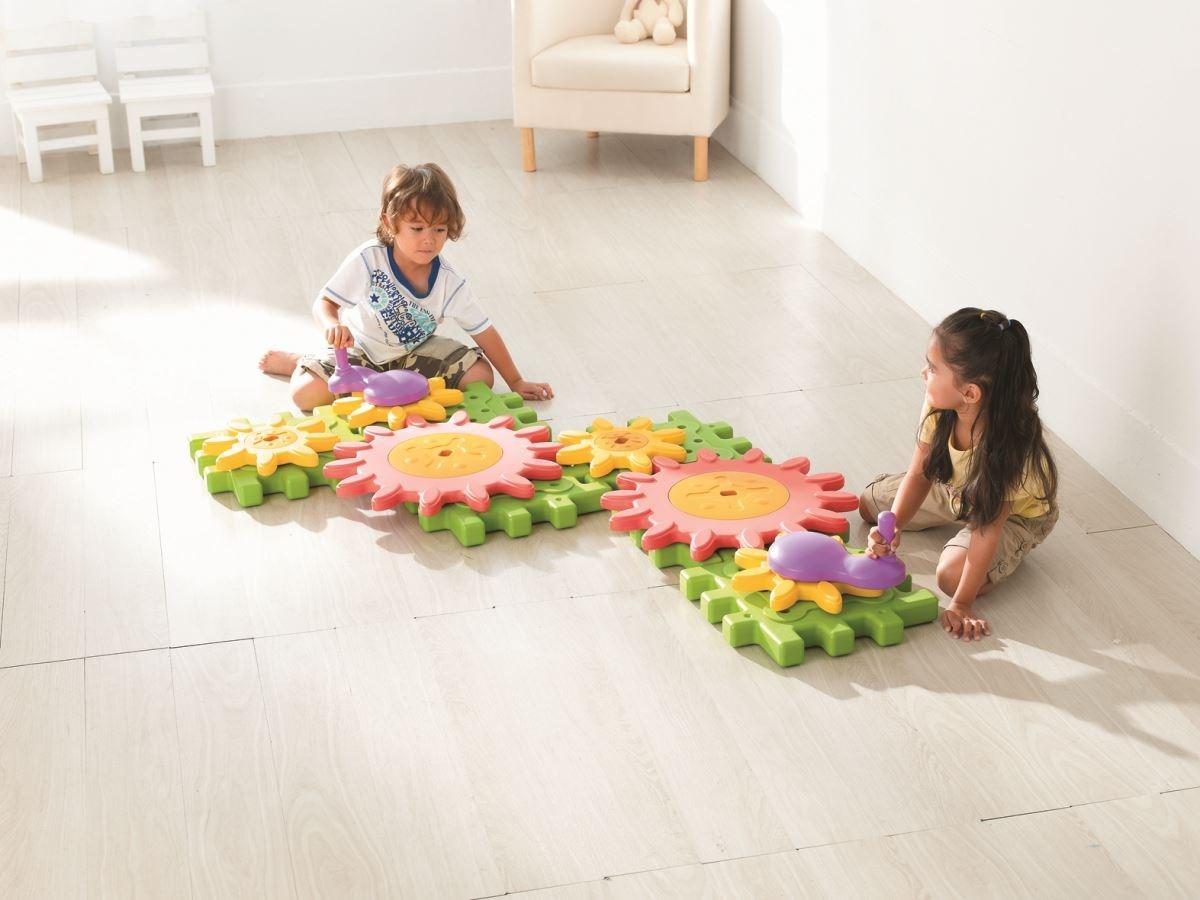 【齒輪探索積木】利於孩子觀察、了解鋸齒相互卡合、連動關係與齒輪轉動方向比例大小影響轉動圈數等原理。圖片提供_童心園
