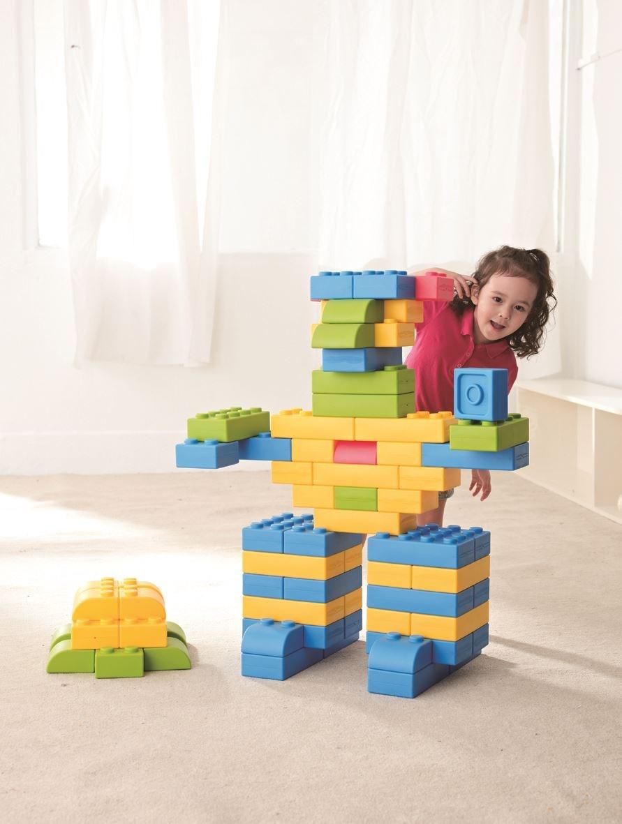 【巧巧大積木】增進同儕互動及合作分享的觀念,發揮想像力,立體造型隨心所欲。圖片提供_童心園