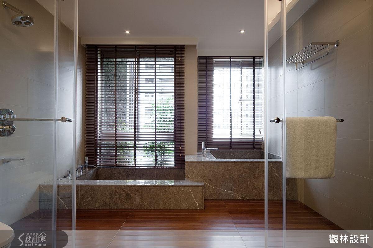 透過自然石材塑造日式湯屋氛圍,雙浴缸的貼心設計讓一家大小共享泡澡樂趣!