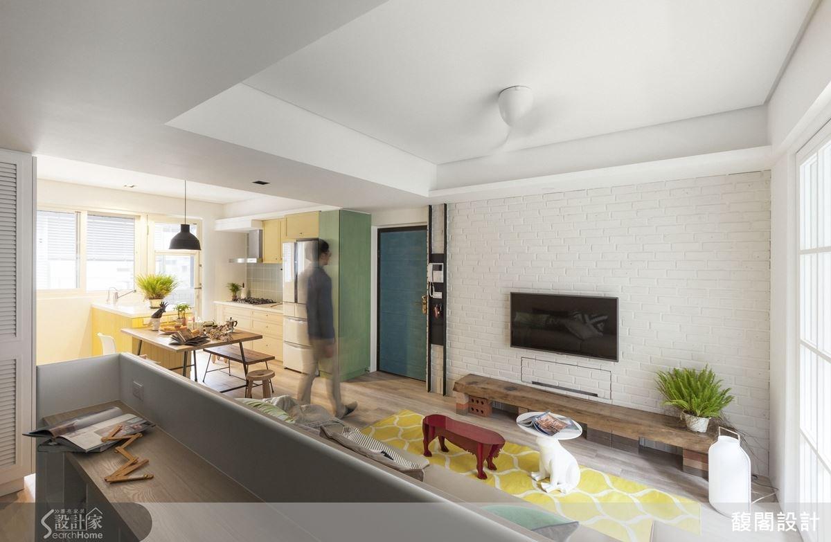 色彩繽紛的家飾擺件,搭配清爽的白色、木質色系,營造溫馨舒適且具童心的居家生活空間。