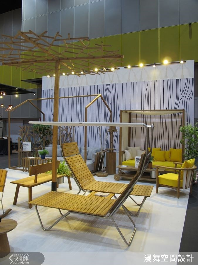 泰國的設計中時常運用木頭做為媒材,在天氣熱時坐在木椅上,便能感受涼爽與舒適、暑氣頓時消失。