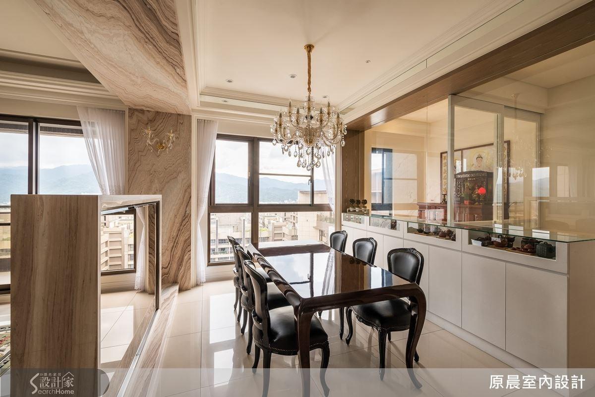 應用穿透的玻璃材質來規劃神明廳與客房四周,空間顯得明亮、舒適。