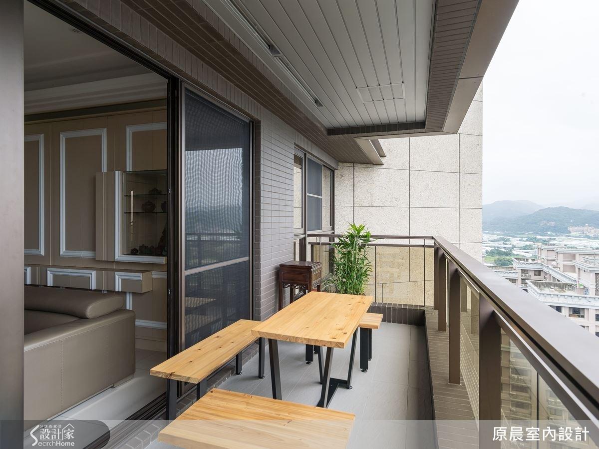 在陽台增設座椅區,讓一家人一邊泡茶和聊天。