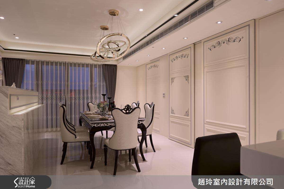 在牆面融入收納空間,門片則做出細膩裝飾,結合機能與美感。