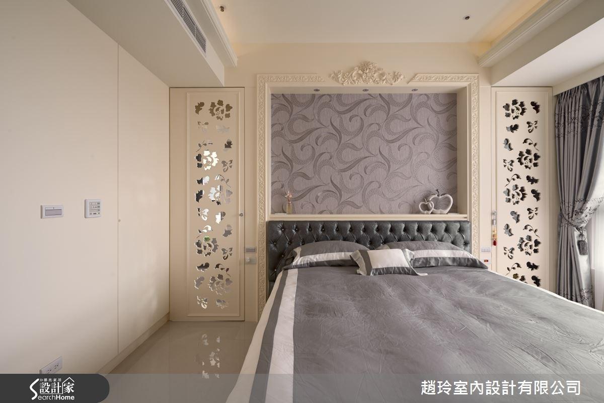 主臥空間向內推,原先的空間留給了公領域書房區域,雖地坪減少,但仍以床頭的對稱式鏤空雕花門扇,替臥房營造美感。